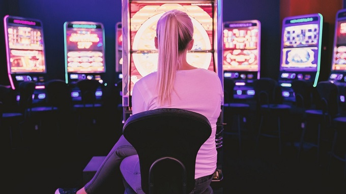 How to properly act when playing in a casino?