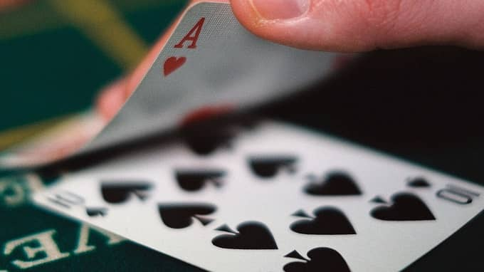 What are the Basic Hand Signals in a Blackjack table?